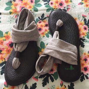 Sanuk size 5 grey and black
